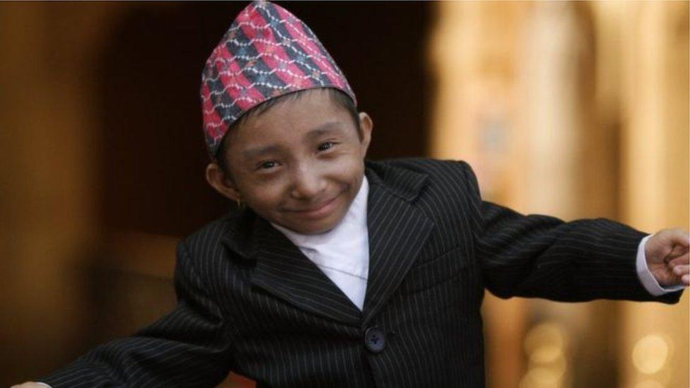 خاجيندرا تابا ماغار أقصر رجل في العالم