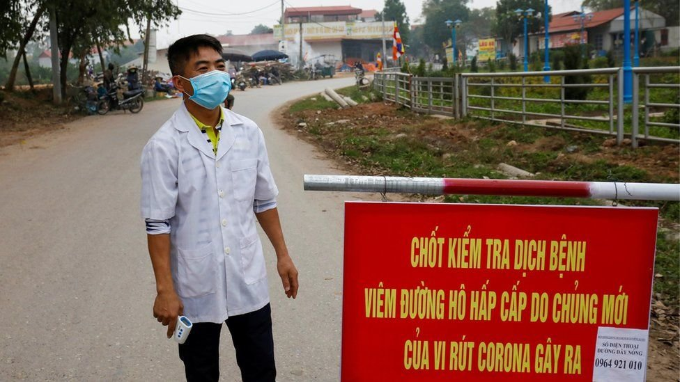 أحد أفراد الطاقم الطبي في فيتنام