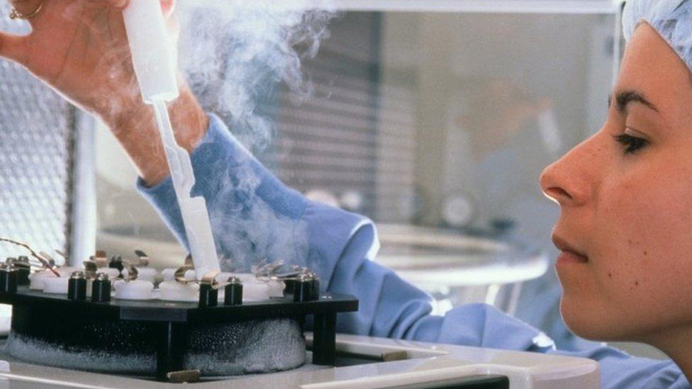 باحثة في مختبر