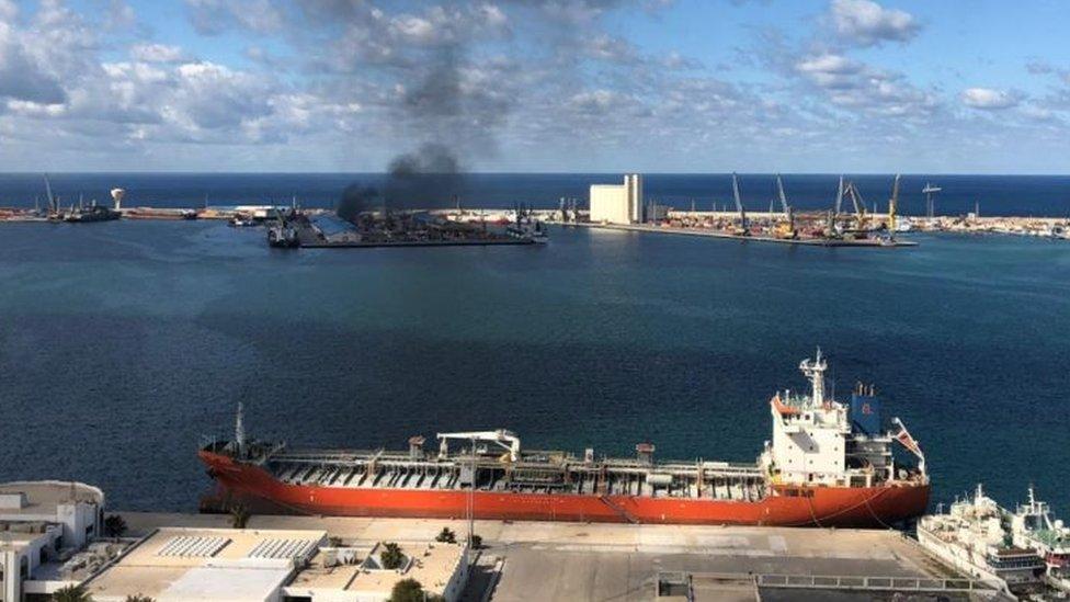 قوات حفتر قصفت ميناء طرابلس يوم الثلاثاء