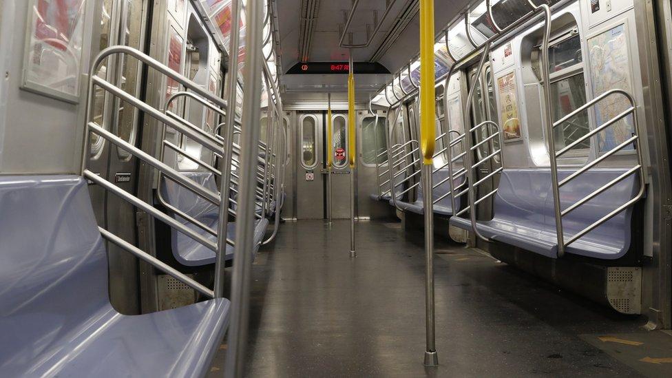 مترو نيويورك خال في وقت الذروة
