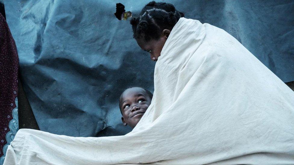 امرأة وطفل