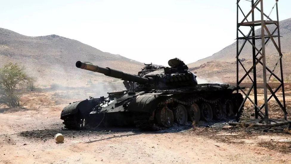 دبابة مشتعلة