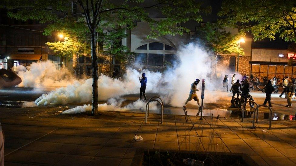 استخدمت الشرطة الغاز المسيل للدموع