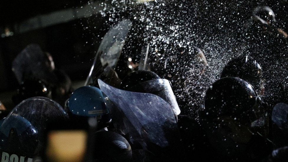 الشرطة ترش رذاذ الفلفل في واشنطن