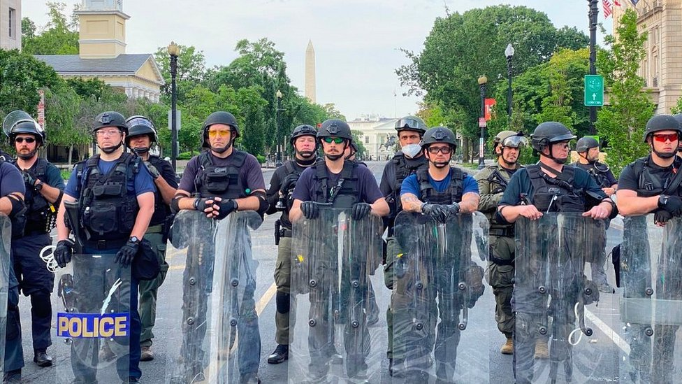 قوات شرطة امريكية تم نشرها بالقرب من البيت الابيض