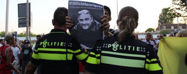توفي ميتش هنريكيز المولود في أوروبا في يونيو/حزيران 2015