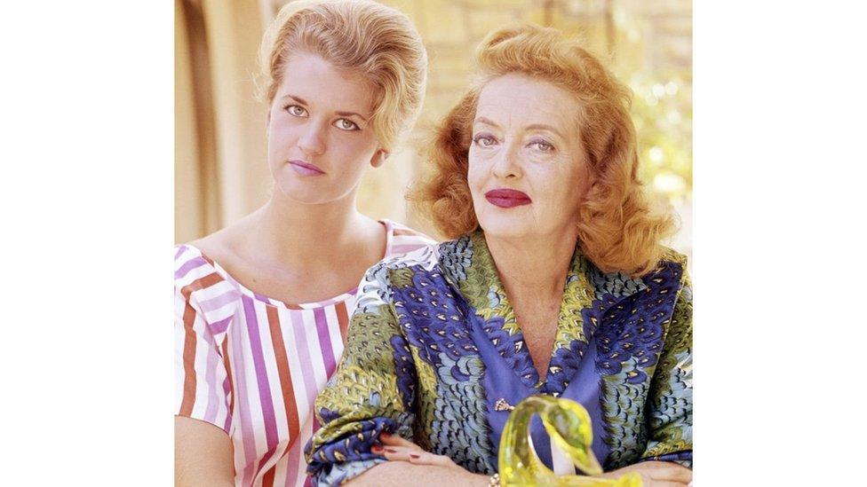 باربارا ابنة الممثلة بيتي ديفيز، ووالدتها