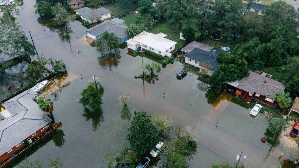 المنازل مغمورة بالمياه في بينساكولا، فلوريدا
