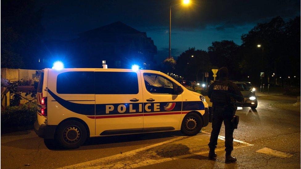 سيارة شرطة في مكان الحادث