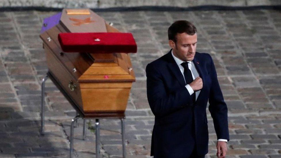 ماكرون في جنازة باتي