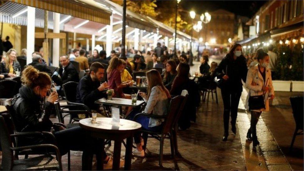 حظر التجول الليلي في فرنسا سوف يشمل حوالي ثلثي البلاد ليطال 46 مليون شخص