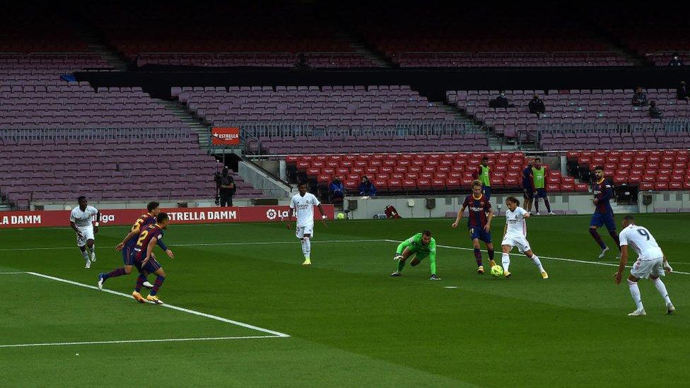 لوكا مودريتش راوغ حارس برشلونة وسجل هدف ريال مدريد الثالث، 24 أكتوبر/تشرين أول 2020