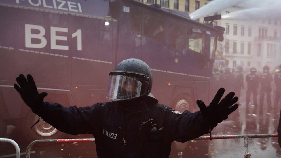 الشرطة منعت المحتجين خلال جلسة البرلمان.