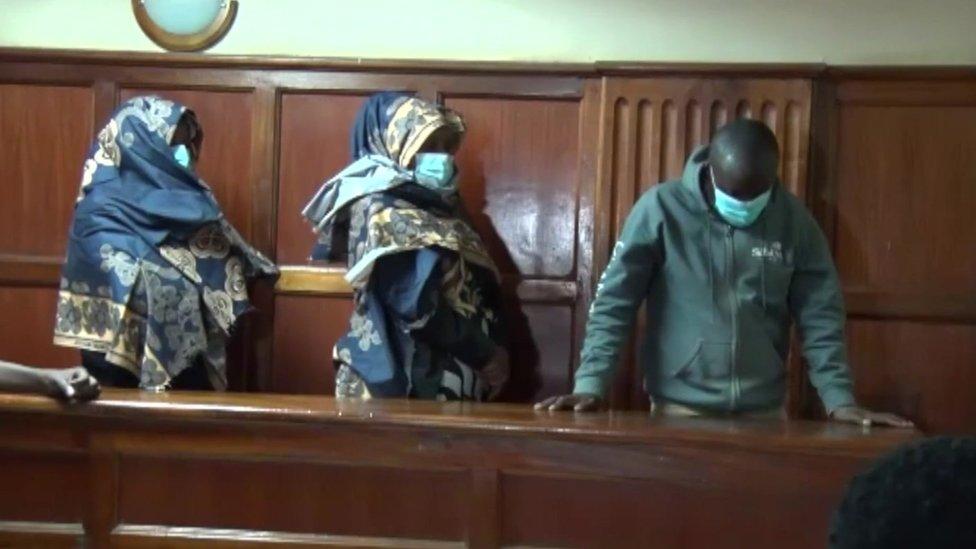 القبض على ثلاثة من كبار الأطباء بتهمة إدارة شبكة لتهريب الأطفال الرضع