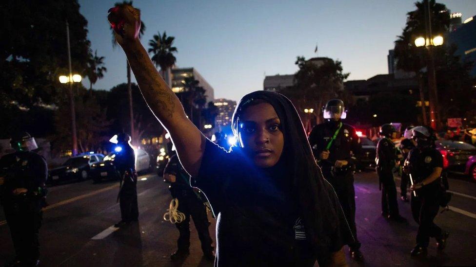 من المرجح أن يعتبر الأمريكيون من سود البشرة الاحتجاجات الأخيرة فرصة للتعلم، وذلك بشكل أكبر من نظرائهم البيض