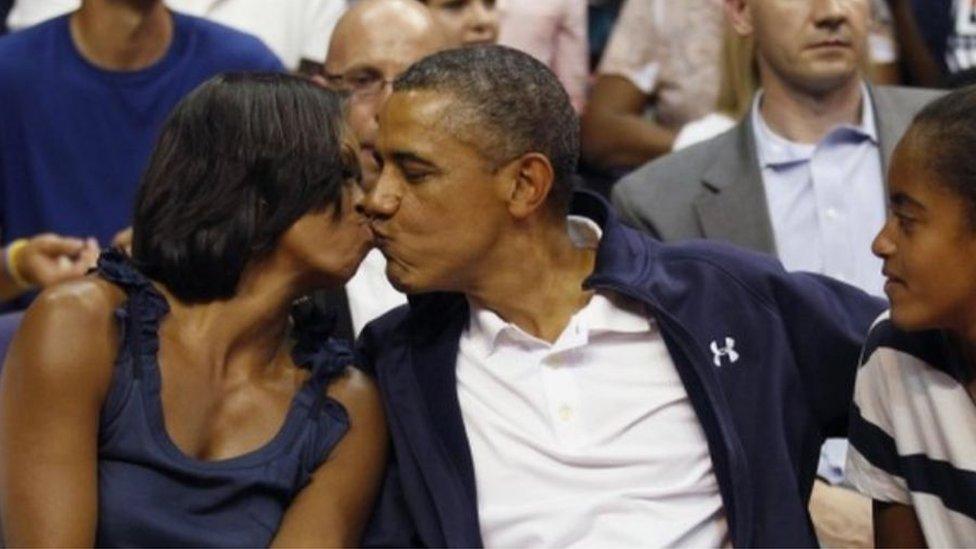 أوباما توقف عن تدريب فريق كرة السلة لابنته ساشا بعد شكاوي من التمييز لصالح فريق ابنته