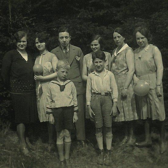 صورة عائلة إدي