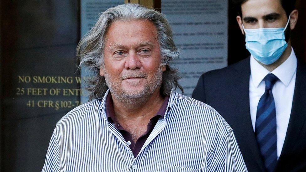 ستيف بانون اتهم بالاحتيال ولكنه ينفي التهم.