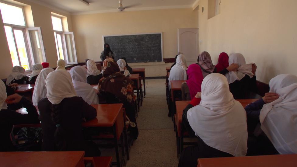 يخشى البعض من أن الفتيات قد يحرمن من التعليم إذا تولت طالبان مقاليد الحكم من جديد