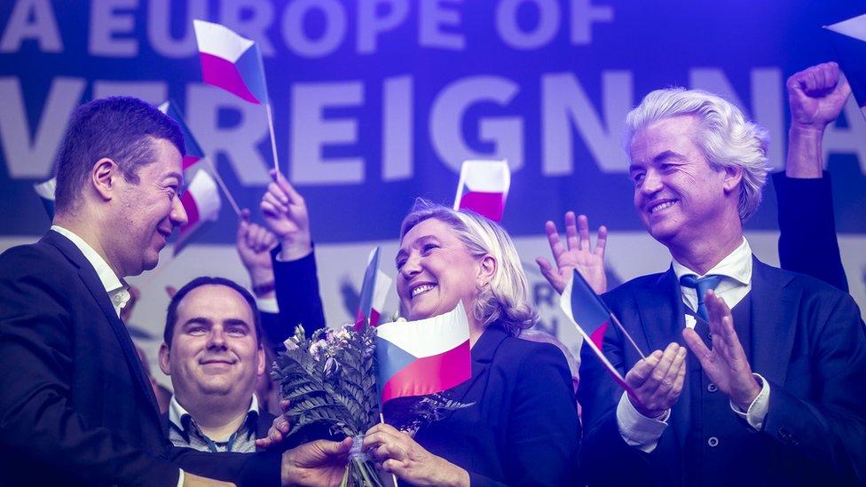 خيرت فيلدرز ومارين لوبان ضمن اجتماع لزعماء أحزاب اليمين المتطرف في براغ