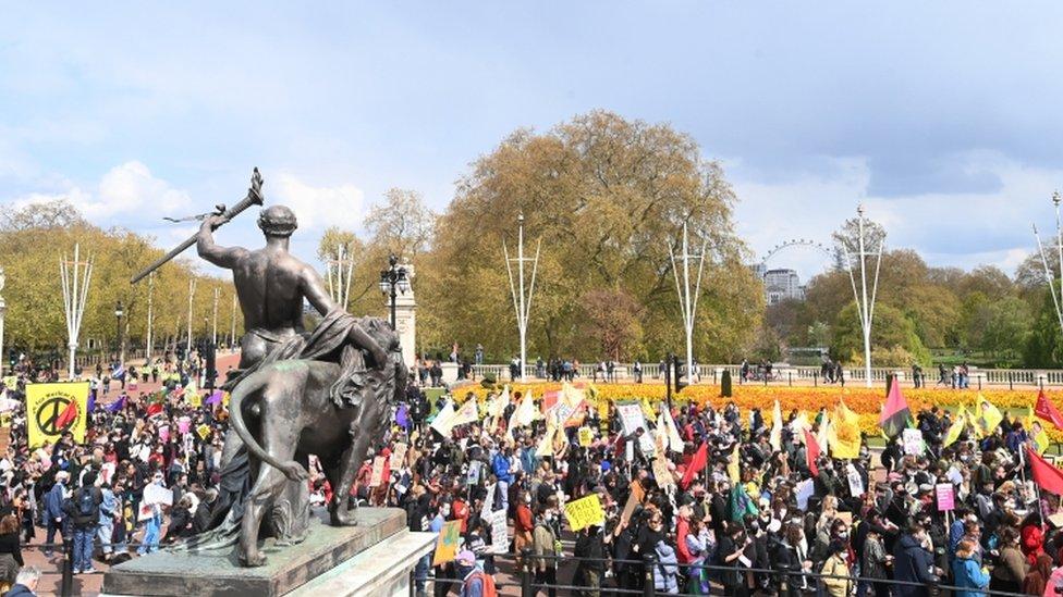 """متظاهرون خلال احتجاج """"اقتلوا مشروع القانون"""" وسط لندن"""