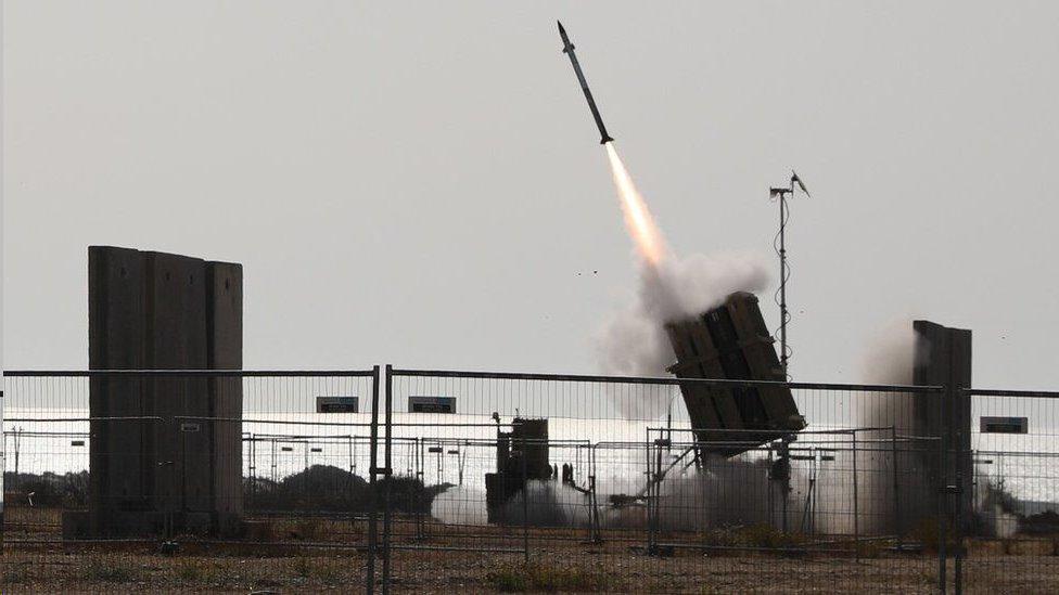 ذكرت التقارير أن نظام القبة الحديدية اعترض 90 في المئة من الصواريخ التي دخلت المجال الجوي الإسرائيلي
