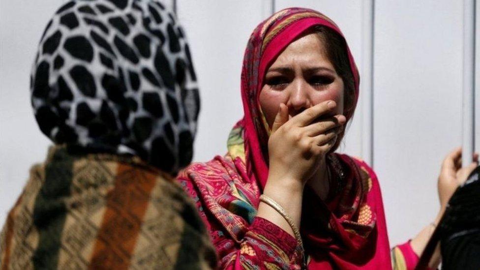 نساء أفغانيات تبكين