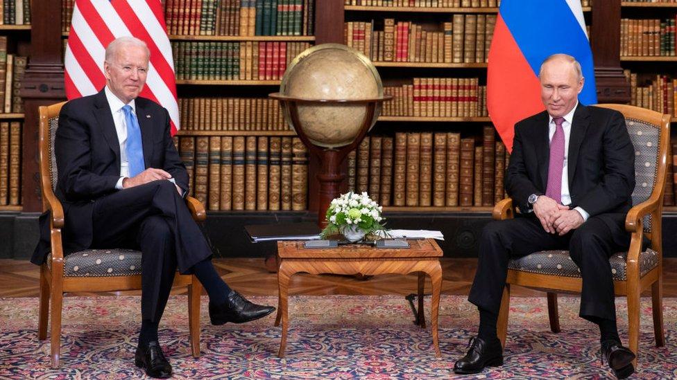 الرئيسان بوتين وبايدن في لقاء جنيف