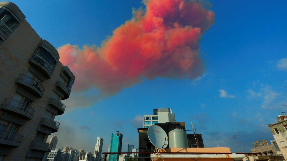 السحابة العملاقة التي غطت سماء بيروت بعد الانفجار