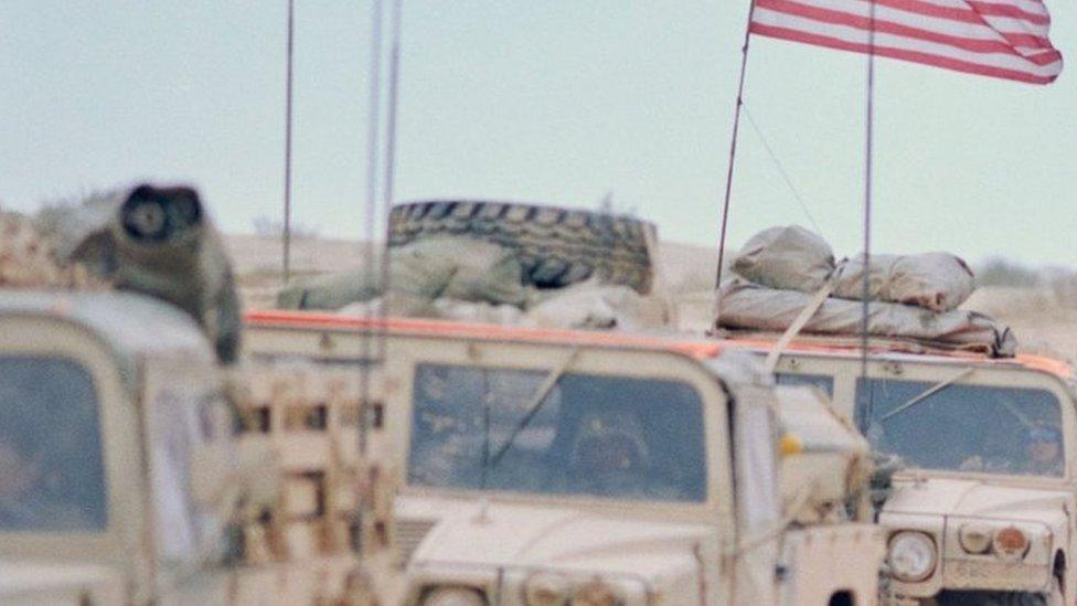 قافلة من المركبات العسكرية الأمريكية