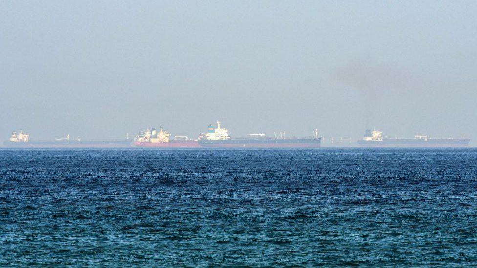سفن في البحر قبالة سواحل الفجيرة