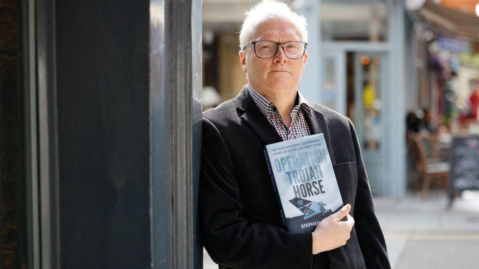 الصحفي ستيفن ديفيز يحقق في هبوط الرحلة 1459 في كتاب جديد