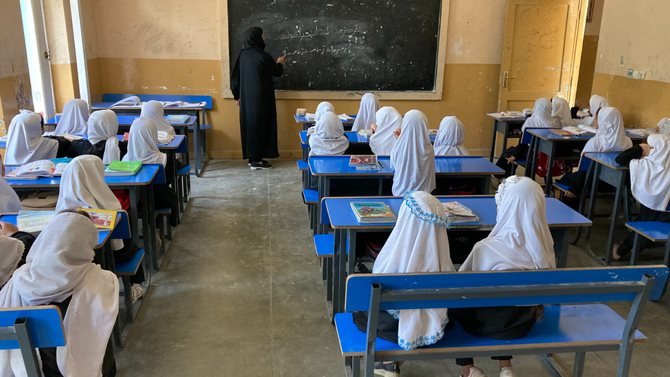 مدرسة منوشهري الابتدائية للبنات في كابل