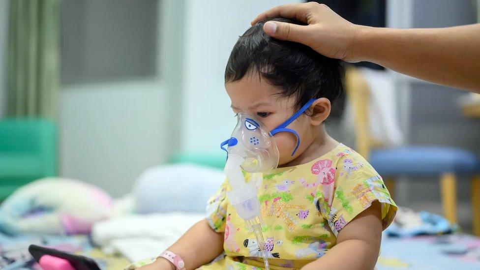 الأطفال الذين يصابون بالفيروس المخلوي التنفسي غالبا ما يمكن معالجتهم بالأكسجين
