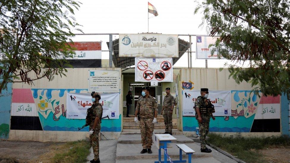 وجود أمني مكثف حول مراكز الاقتراع في الموصل.